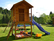 Zahrada, dětské hřiště, posezení, ...